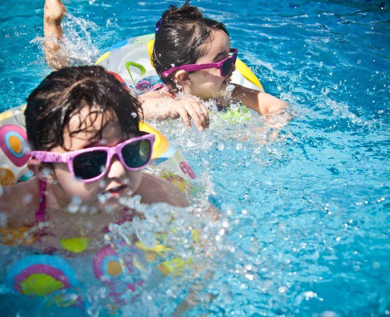 Niños piscina