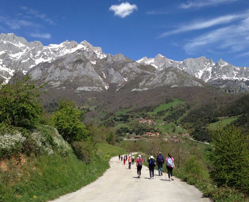 peregrinos-caminoLebaniego-PicosDeEuropa-cantabria-1